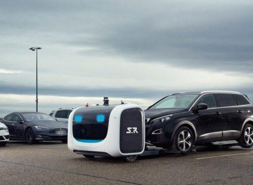 El robot que estaciona autos en los aeropuertos