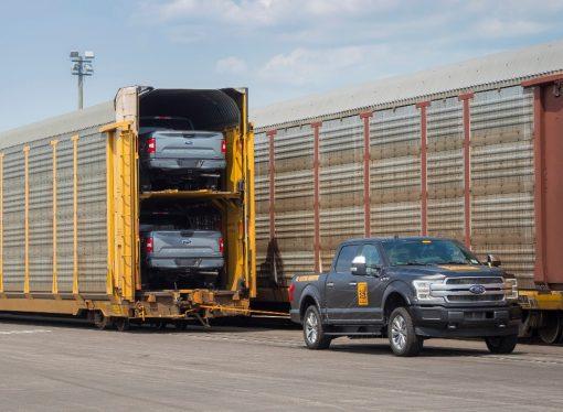 Ford demuestra el poder de su F-150 eléctrica