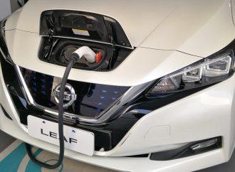 Nissan instala 11 cargadores gratuitos en sus concesionarios
