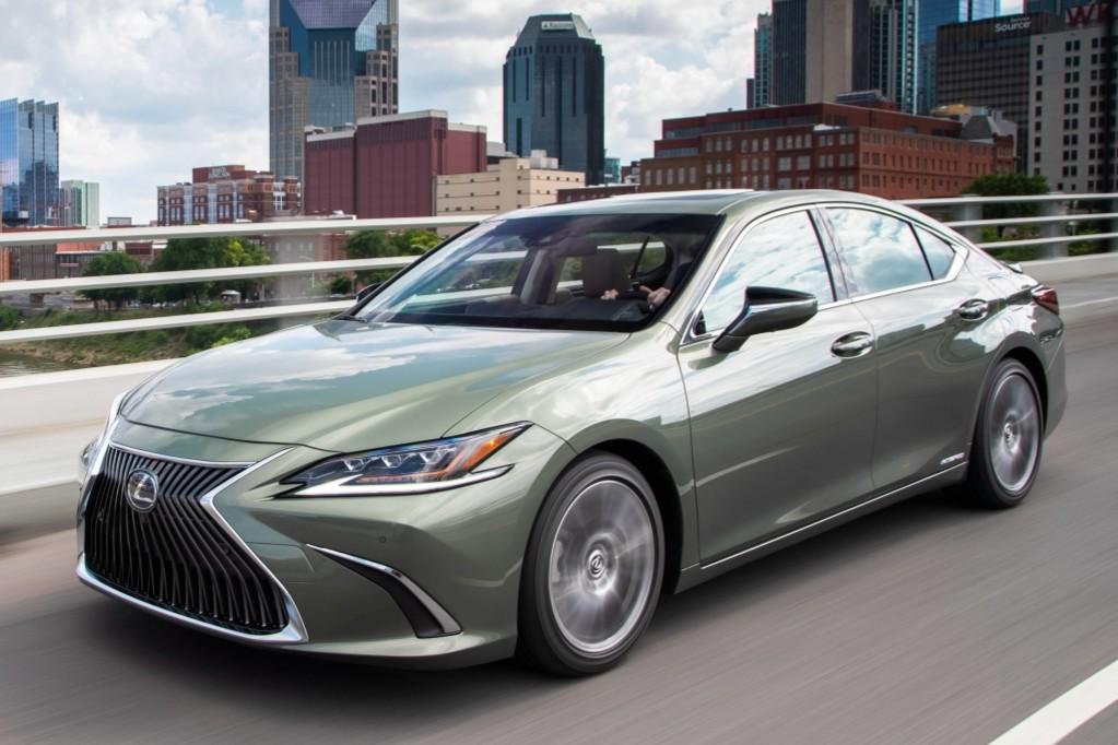 Lexus lanza el ES, el cuarto sedán de su gama