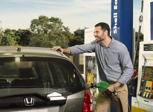 Ranking mundial: ¿Cuántos litros de nafta se compran con un sueldo promedio?