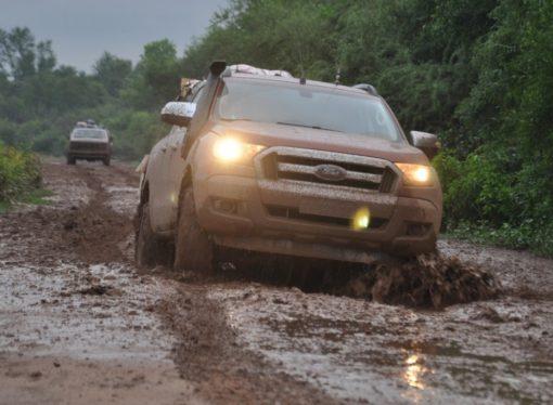 Las Ford Ranger llevaron donaciones a El Impenetrable