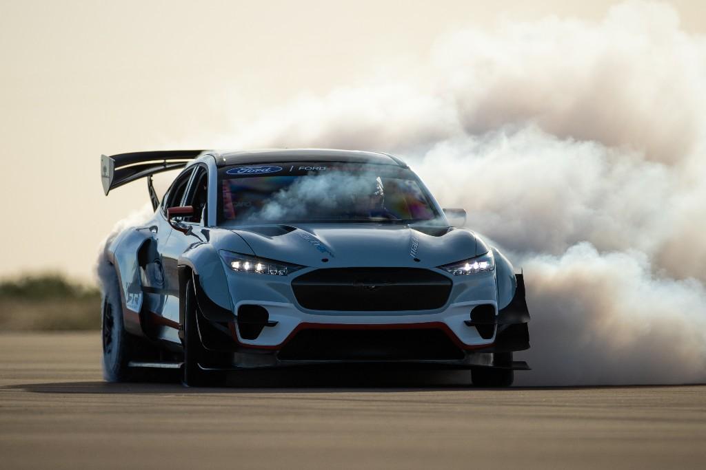Este Mustang Mach-E tiene siete motores eléctricos y 1.400 CV