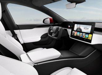 Tesla vuelve a dar la nota en el diseño (con el volante del Auto Fantástico)