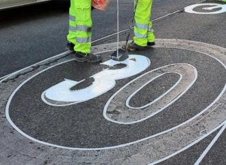 El Gobierno quiere bajar 10 km/h la velocidad máxima en calles