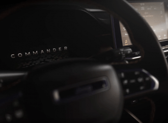 Jeep comienza a mostrar el interior del Commander