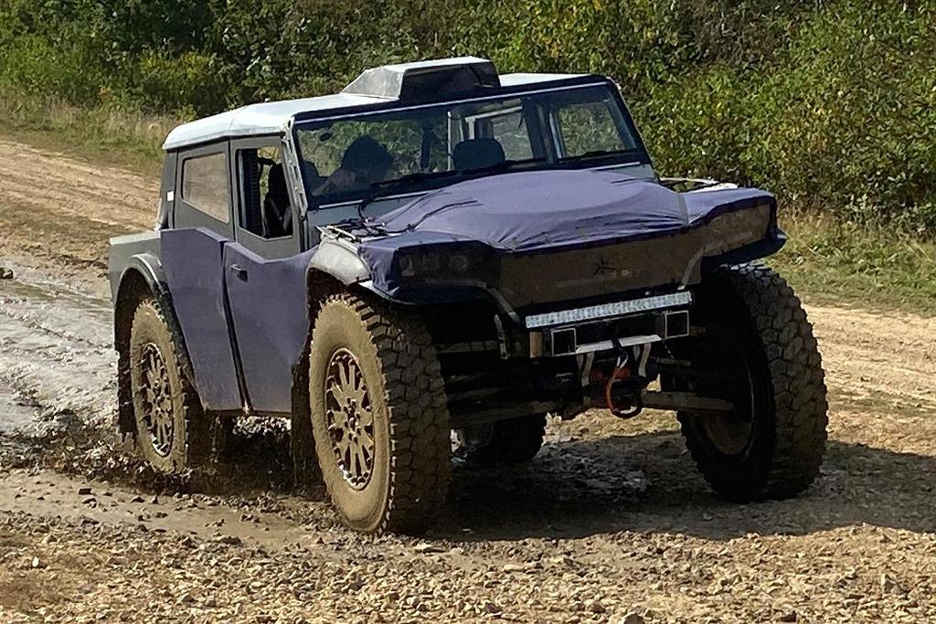 Fering Pioneer, el 4×4 híbrido con 7.000 km de autonomía